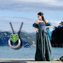 Pandantiv-inimioara-cu-cristale-verzi